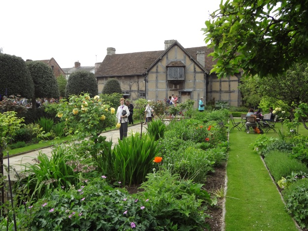 Here is the beautiful birthplace of Shakespeare where he grew up in Stratford-upon-Avon. The house is much larger than I thought.